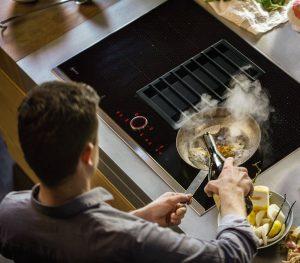 Sự cố và cách khắc phục khi sử dụng bếp từ